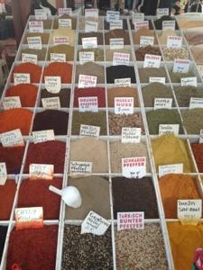 kryddor på turkisk bazaar.jpg