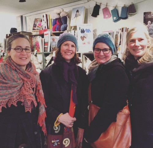 Träffade stickkändisar i Oslo; Tori Seierstad, Ann Myhre (Pinneguri) och Wenche Roald - jag är ju bara en wannabe